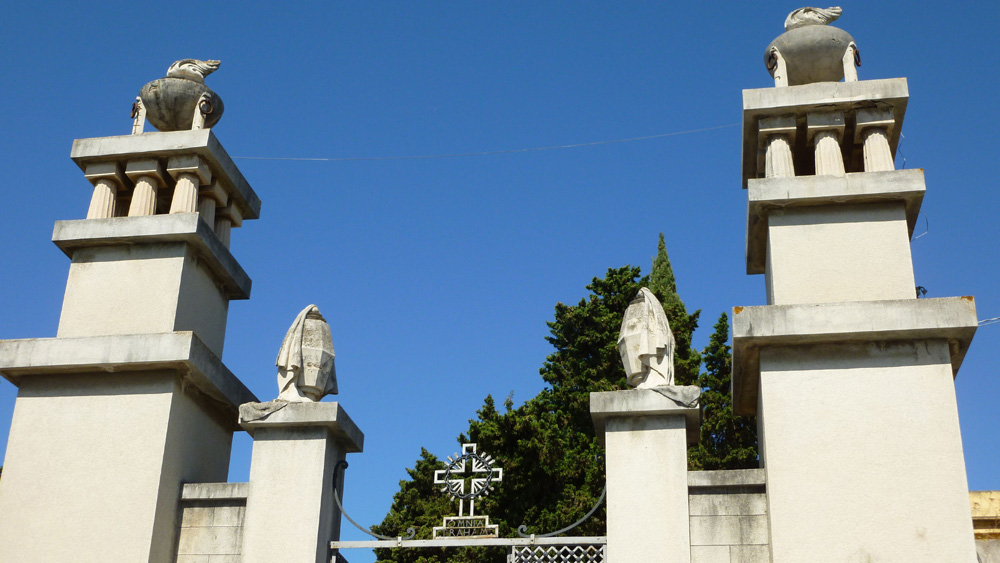 18 Brama cmentarza