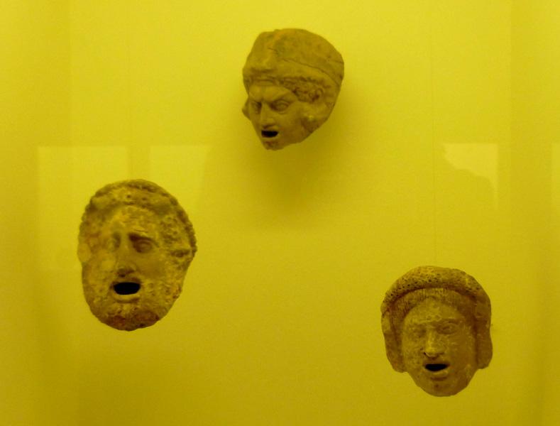 21 Greckie maski teatralne