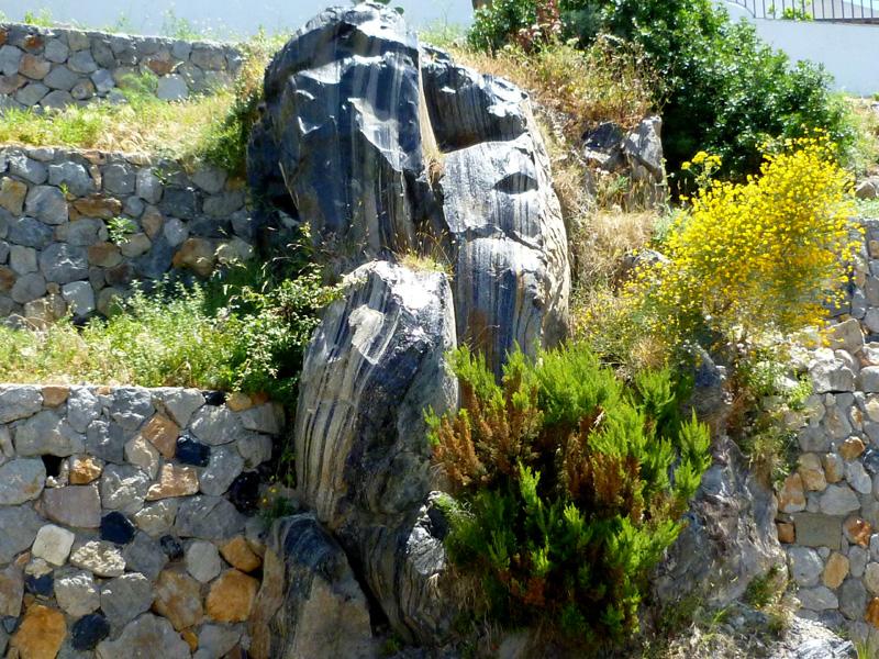 5 skalny element w ogrodzeniu