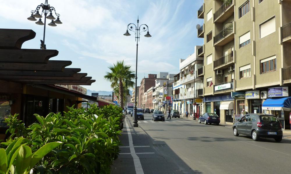 01 Milazzo, ulica przy porcie