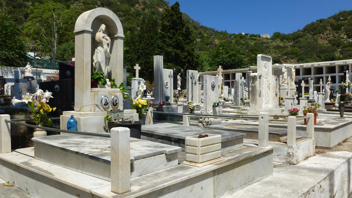 10 Cmentarz na Panarea