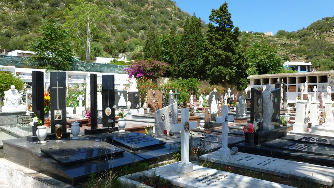 11 Na cmentarzu