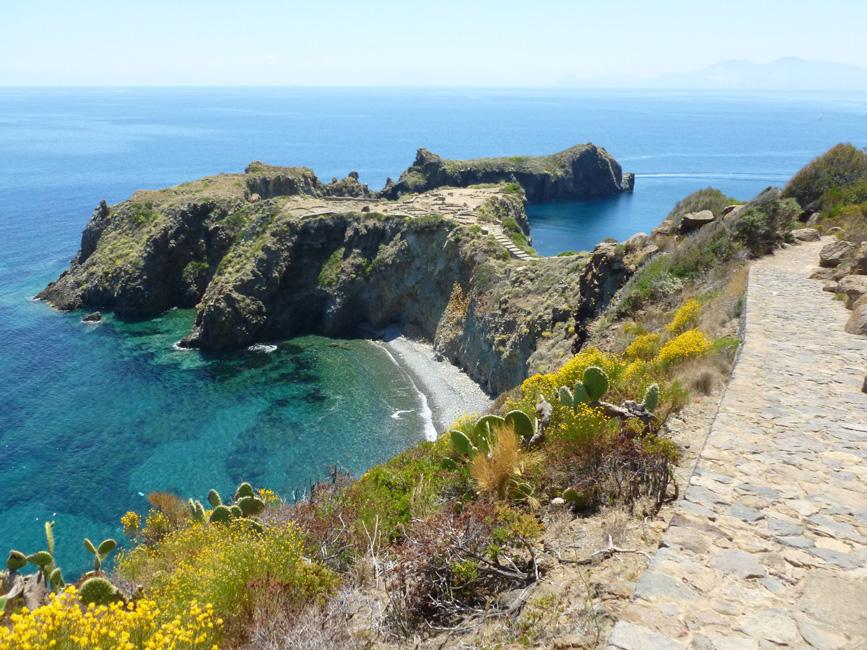 01 Punta Milazzese z prehistorycznymi wykopaliskami
