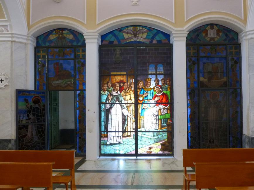 13 San Vincenzo, witraze w wejsciu