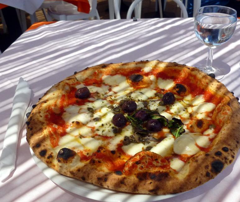 20 Una siciliana, da Luciano