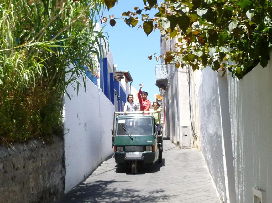 02 Trojkolowce na uliczkach Stromboli