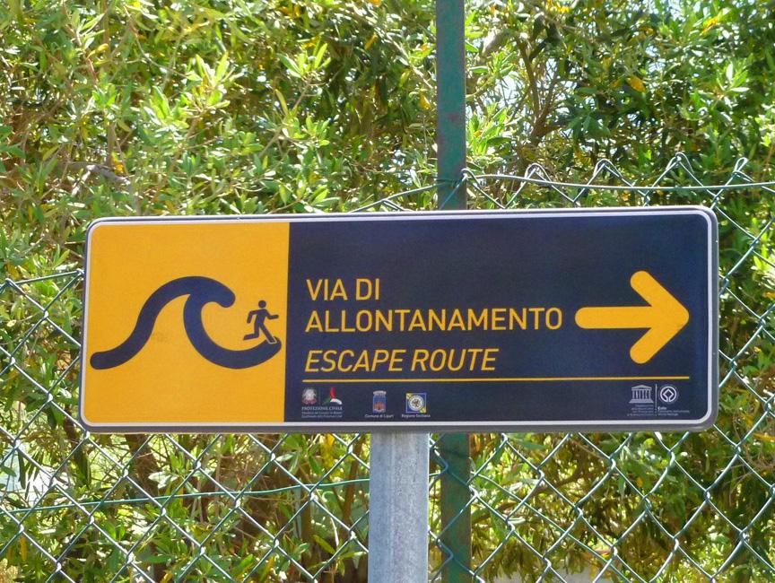 03 W razie tsunami uciekaj w tym kierunku