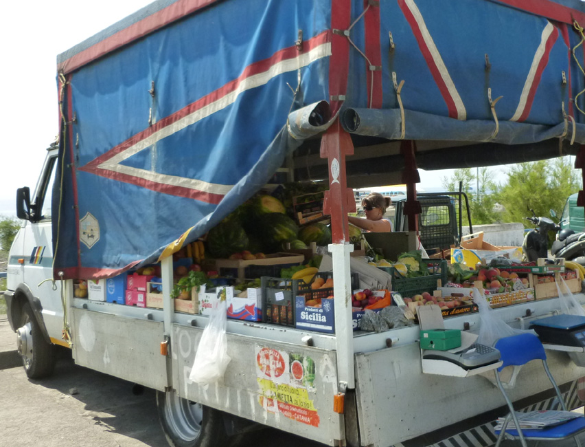 11 Obwozny sklep z warzywami w porcie