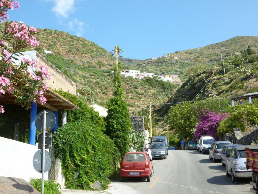 01 Pecorini a Mare, droga idzie w gore