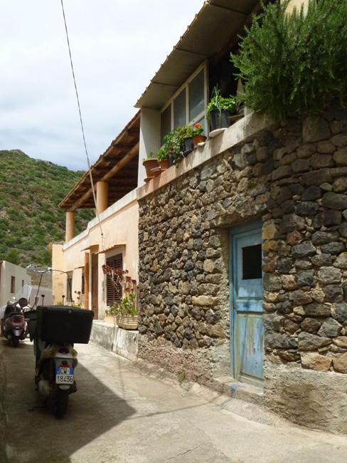 12 Kamienne domy