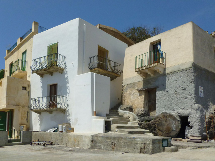 9 Domy z balkonami