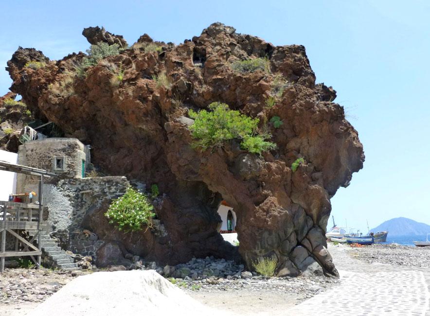 15 Niezwykła skała w Perciato