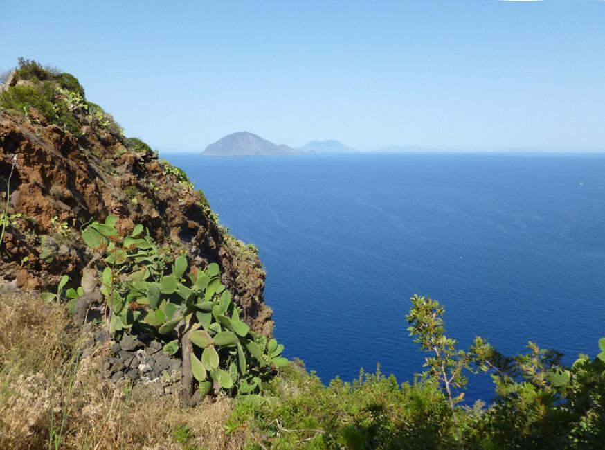 07 Spojrzenie przez skaly na wyspy