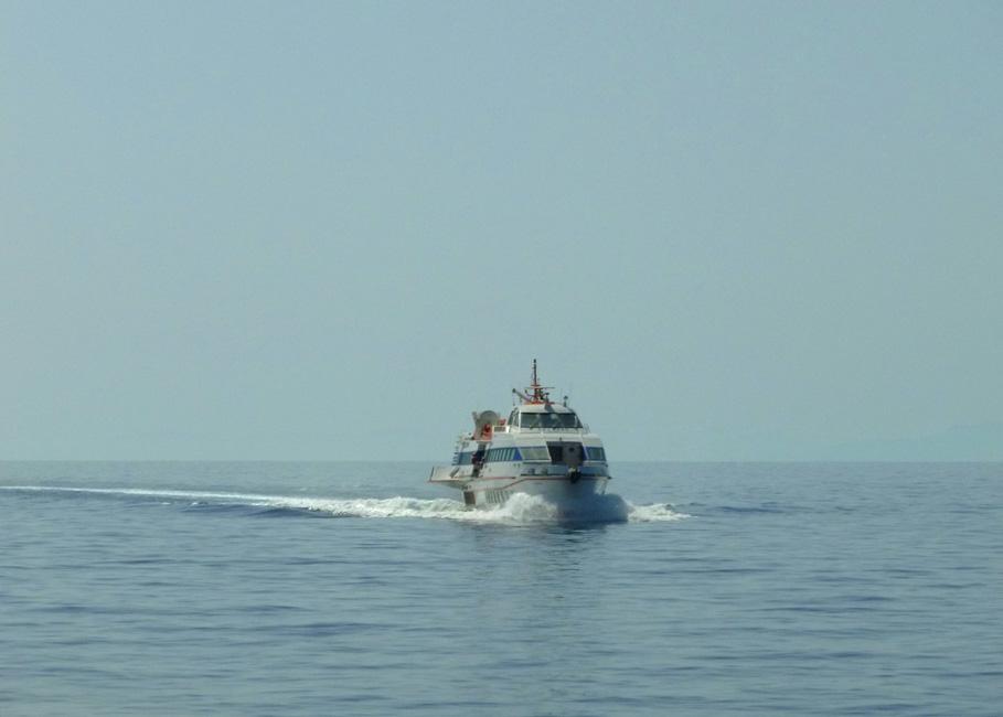 16 Calypso zwolnil i siadl na wodzie