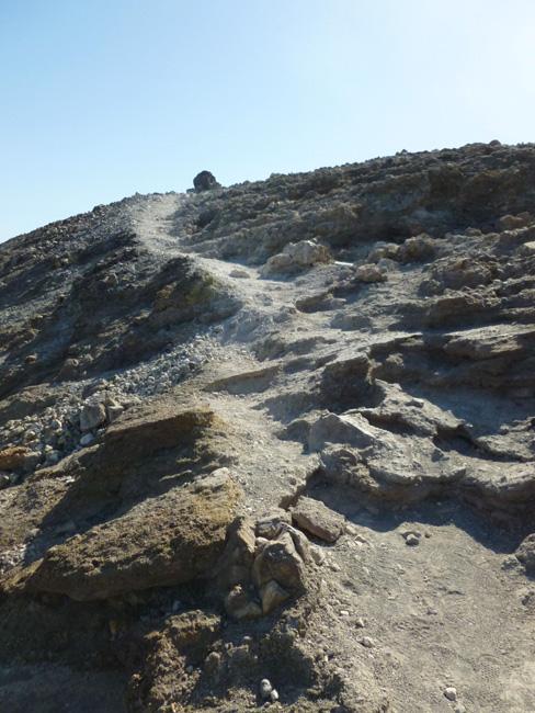 19 Szlak w gore do krateru