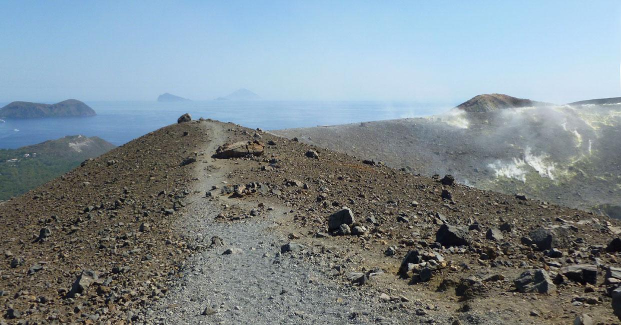 07 Droga krawedzia krateru