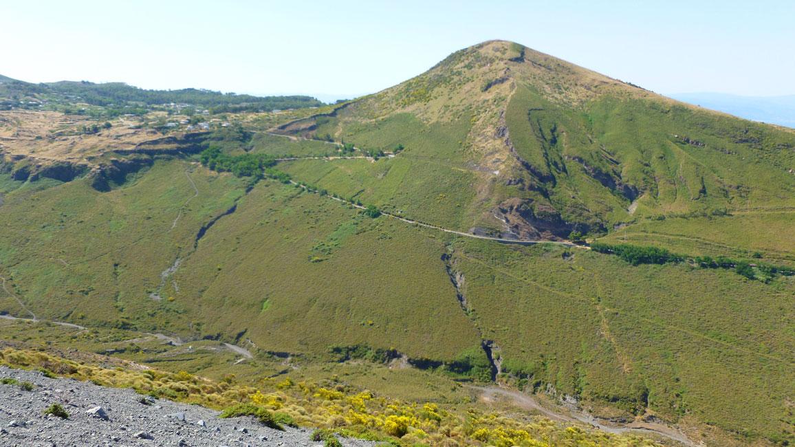 12 Monte Saraceno, z lewej Vulcano Piano