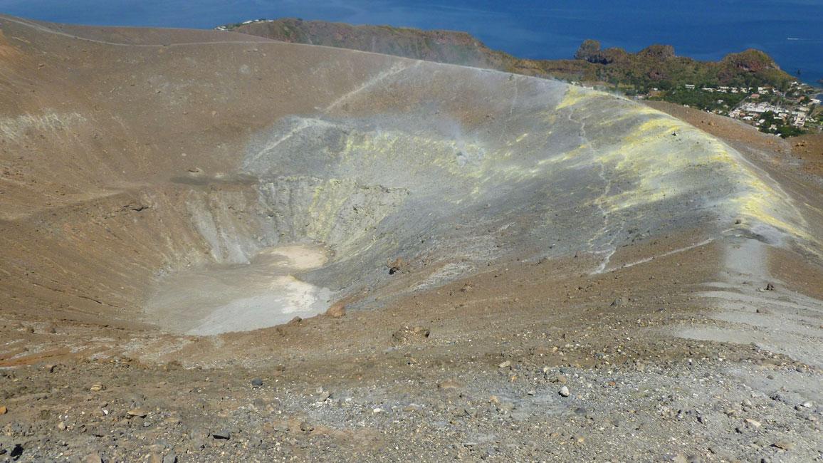 26 Krater i fumarole, teraz tam schodze