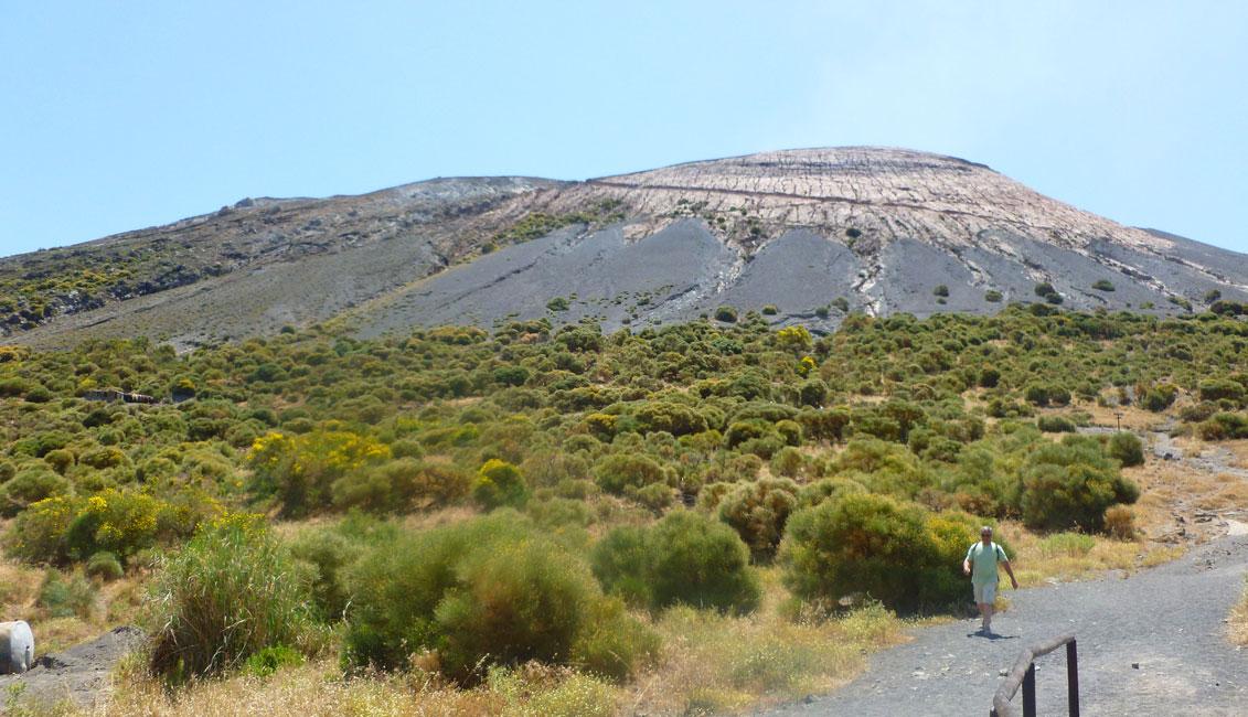 20 Znow patrze na wulkan z drogi
