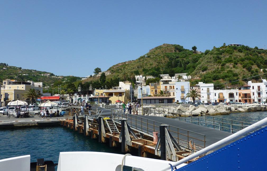 2 Wyplywamy z portu Lipari