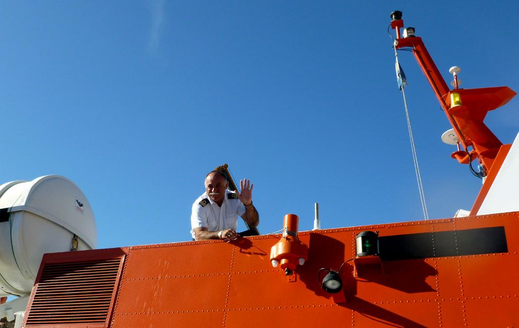 3 Kapitan Calypso pozdrawia mnie, po oddaniu znalezionego na wodolocie poprzedniego dnia etui do aparatu