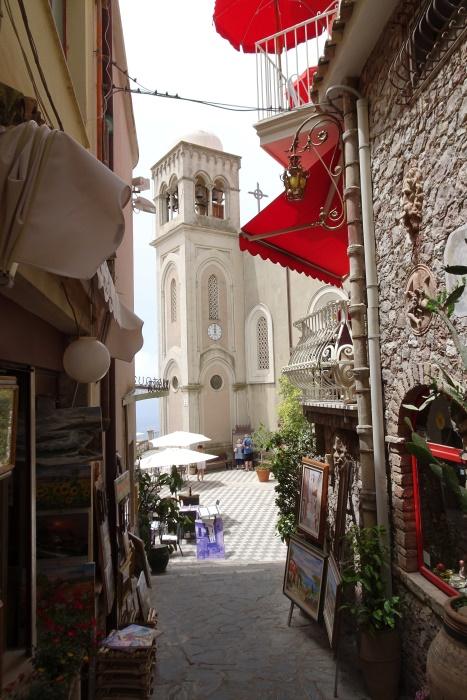 Bar Turrisi i kościół