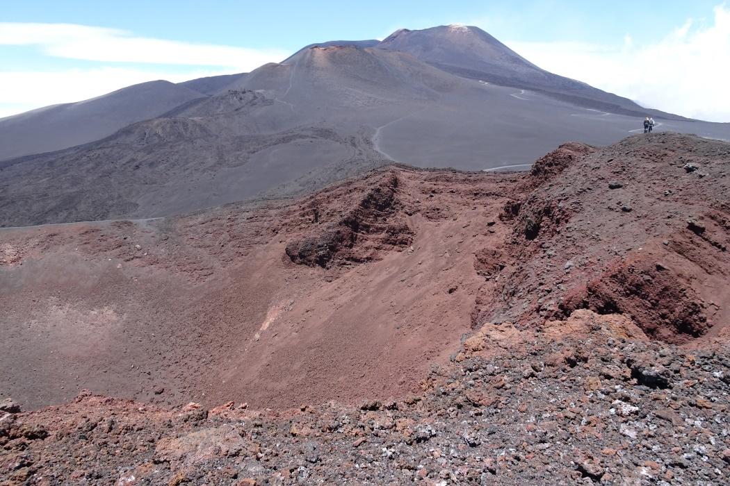Obchodząc krater