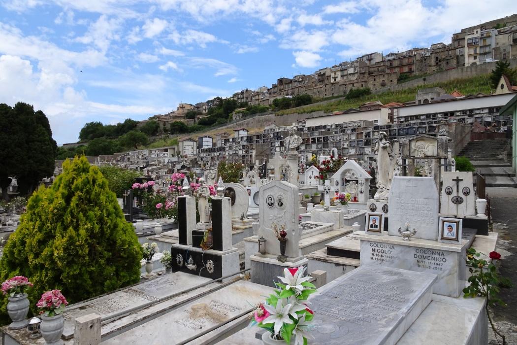 Cmentarz pod miastem