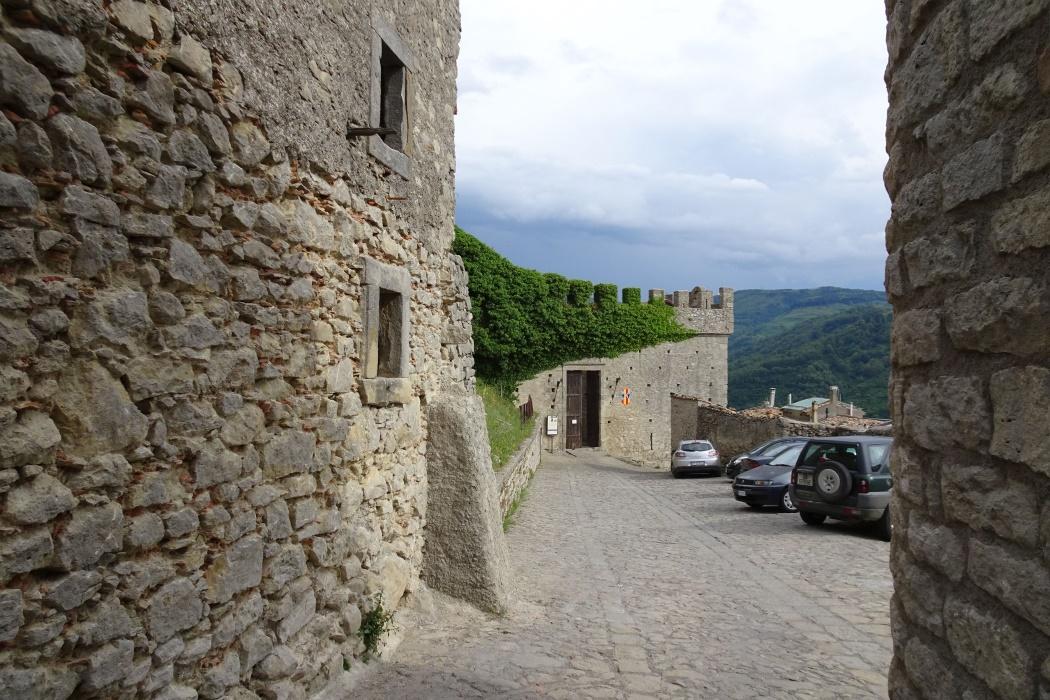 Zamek, XIII wiek