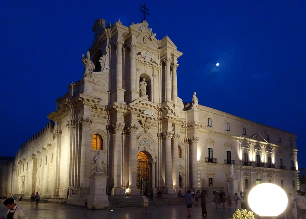 Katedra wieczorem