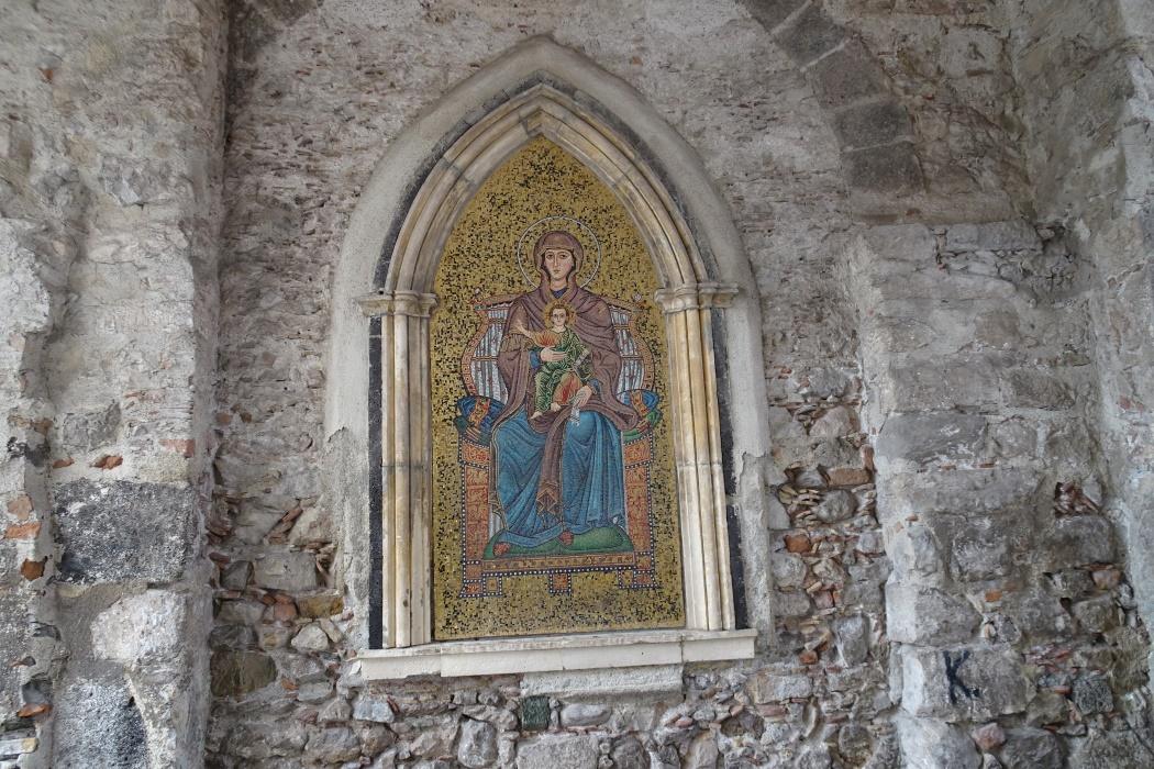 Mozaika w bramie